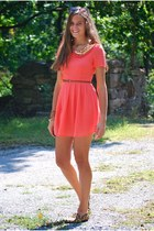 salmon LuLus dress - dark brown giant vintage sunglasses
