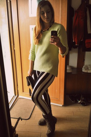 black striped Teze leggings - dark khaki studded Deichmann boots