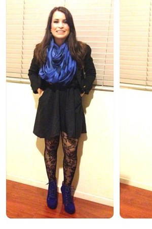 blue infinity Charlotte Russe scarf - black cotton on dress
