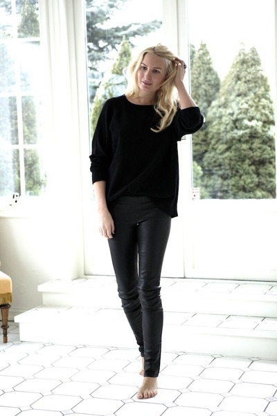 black cashmere Wild Wool sweater - black leather Helmut Lang leggings