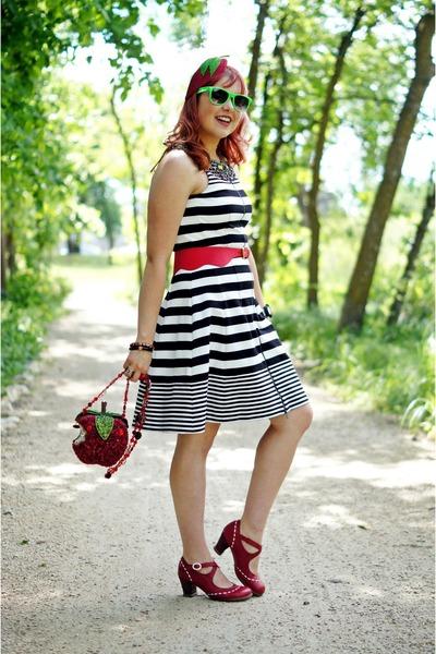 red apple DIY hat - black striped bcbg max azria dress
