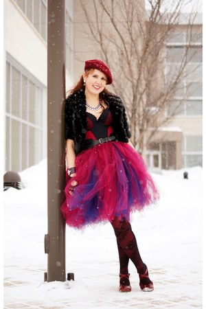 maroon tulle skirt - crimson beret wool hat - crimson bodysuit