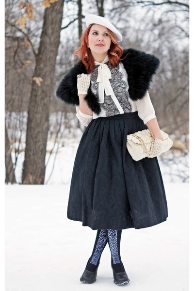 black Betsey Johnson tights - black feathers Jessica scarf