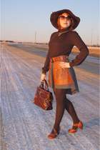 dark brown leather bag danier bag - dark brown THX top - tawny Fluevog heels