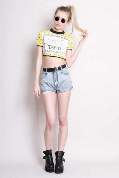 denim shorts Yayer Vintage shorts - crop top Yayer Vintage t-shirt
