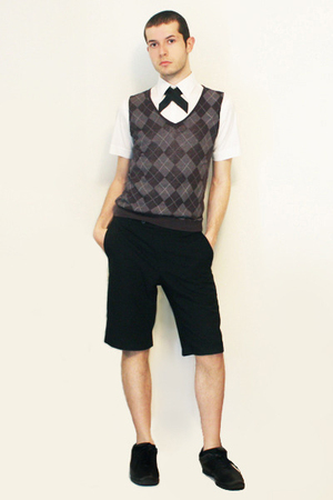 Zara shirt - Hanjiro vest - handmade tie - Vintage from London shorts - shoes