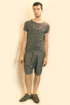 gray H&M t-shirt - gray Deepstyle shorts - gray H&M shoes - silver Topman neckla