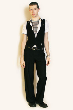 gray American Apparel t-shirt - white Zara shirt - black Sisley vest - black Mis