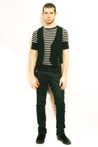 Npfeel t-shirt - Sisley vest - Zara pants