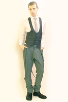 white Misaky shirt - gray Gfit from Swals D tie - gray Harajuku Tokyo vest - gra