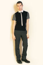 gray Hanjiro shirt - white Hanjiro tie - black vest - gray pants - black boots