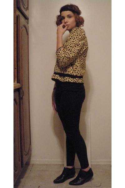 black vintage boots - yellow vintage top