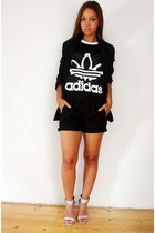 black jeremy scott Adidas top - h&m divided shorts - Nelly sandals