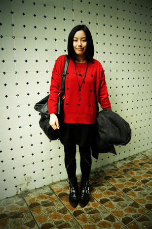 black puzzle boots - black Sie go dress - red THE 7 sweater - black zipper 5cm l