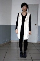 beige Miss Sixty vest - black AVEC homme t-shirt - black leggings - blue Convers