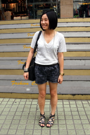t-shirt - H&M necklace - shorts - H&M bracelet - dizen de brand purse - puzzle s