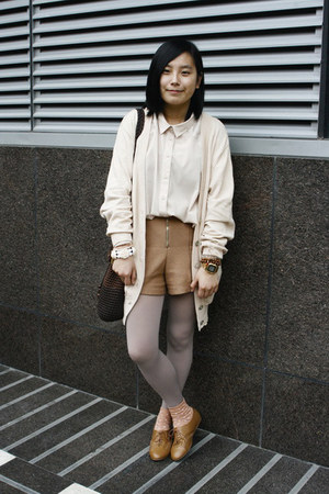 camel H&M shoes - neutral oversized Monki shirt - dark brown moms vintage bag -