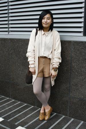 camel H&M shoes - neutral oversized Monki shirt - dark brown moms vintage bag -