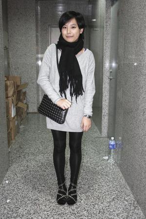 scarf - H&M dress - prezzo purse - leggings - puzzle shoes