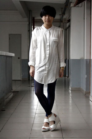 white shirt - blue chapel leggings - white H&amp;M shoes