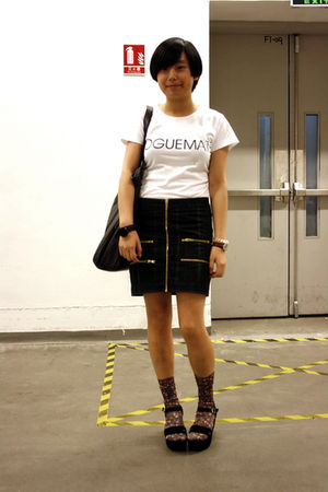white designed by kikoc t-shirt - black skirt - black diva bracelet - black Mang