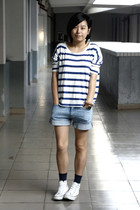 white H&M t-shirt - sky blue Uniqlo shorts - navy Uniqlo socks - white Converse
