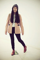 Evian Vintage blazer - Hushpuppies boots - H&M hat - DadA-NaKo shirt