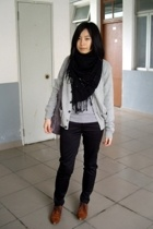 black  scarf - brown vintage NANING9 shoes - gray knit giordano blouse