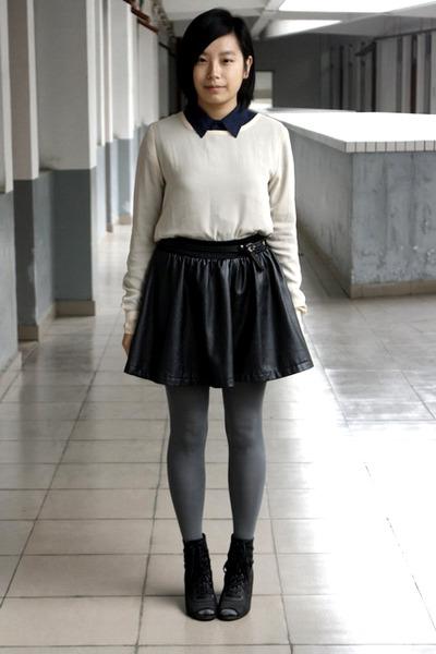 navy chapel shirt - eggshell t-shirt - black belt - black HKR collections skirt