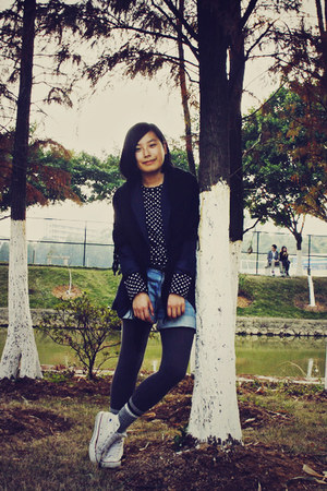 white Converse shoes - gray H&amp;M leggings - navy McQueen blazer - blue denim Uniq