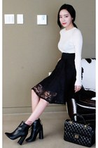 Raglan-Sleeve Ribbed Top +  Lace Overlay A-Line Skirt (WHITE FOX)