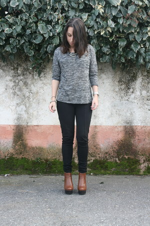 black c&a tights - brown Seaside heels - gray Cache Cache t-shirt