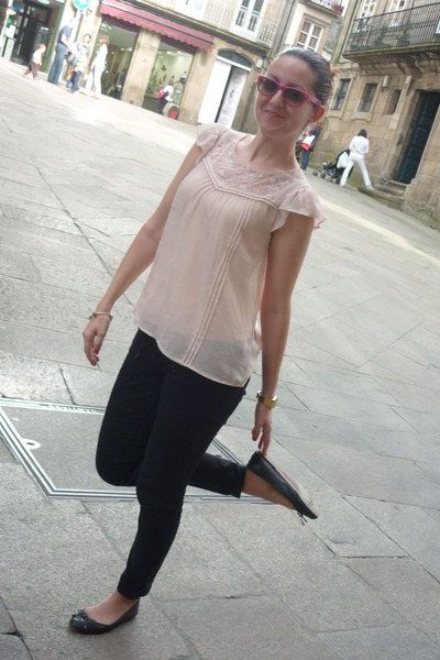 pink H&amp;M blouse - black Pepe Jeans pants - black Uterqe flats - silver Pandora b