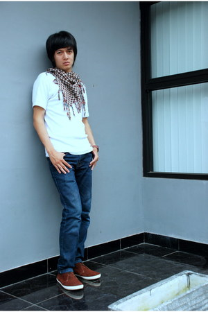 brown Colorful scarf - navy jeans - white no brand shirt
