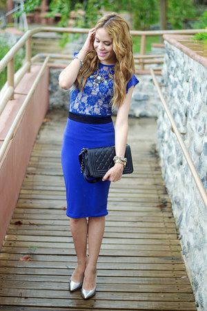 blue lace ami clubwear dress - black quilted ami clubwear bag