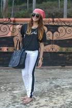 black London Fog bag - white zanadi jeans - black Olive Lane t-shirt