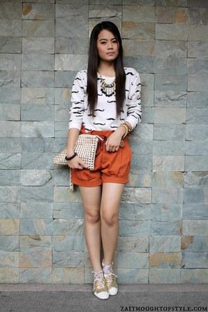 cream Parisian bag - gold Cole Vintage shoes - carrot orange Oxygen shorts