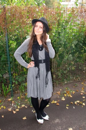 white flats - heather gray thrifted dress - black fedora New Yorker hat