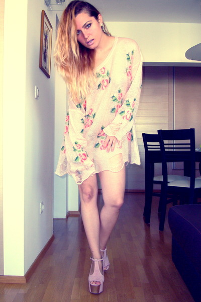 Romwecom blouse - Jeffrey Campbell shoes