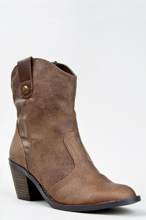 light brown Soda boots