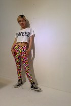 bubble gum havepp leggings - white havepp t-shirt - black Converse sneakers