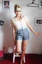 Laysa rosa Bolero jacket - Baeta shoes - vintage shorts - vintage belt