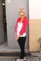 red Otoch cardigan - white Riachuelo t-shirt - black C e A pants