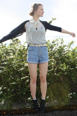 boots - dotted Atmosphere shirt - high waisted second hand shorts