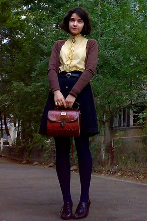 brick red vintage Marc Chantal purse - mustard thrifted shirt - navy tights