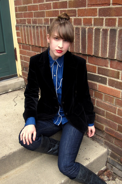 black vintage blazer - blue vintage shirt - blue madewell jeans - black Steve Ma