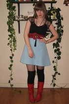 blue Vintage thrifted skirt - red vintage necklace - red vintage boots - black H