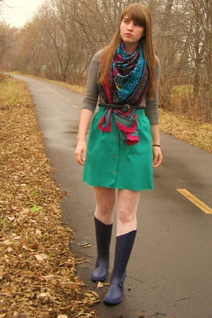 H&M scarf - thrifted belt - Urban Outfitters boots - thrifted skirt - Forever 21