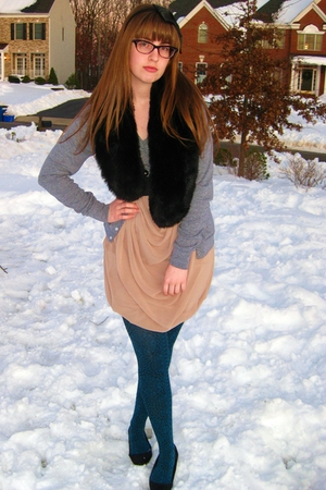 blue Urban Outfitters tights - pink Forever 21 skirt - black vintage necklace -