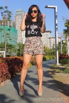 black boy london Androgyne Manila t-shirt - light brown Forever 21 shorts